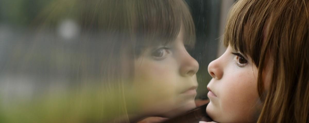 child-girl-window-reflection-photography-wallpaper-2560x1600