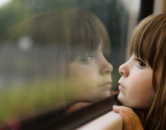 child-girl-window-reflection-photography-wallpaper-2560x1600