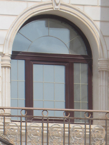 پنجره قوس دار دوجداره
