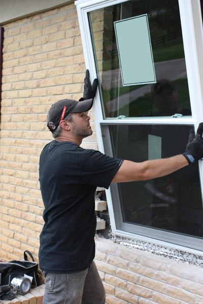 تعویض پنجره قدیمی با پنجره دوجداره